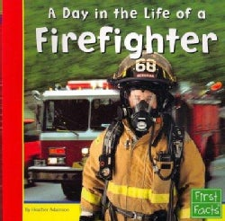 A Day in the Life of a Firefighter (Paperback)