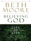 Believing God Day by Day: Growing Your Faith All Year Long (Paperback)