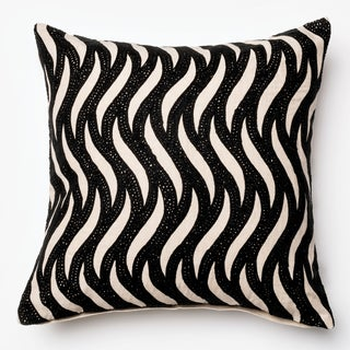 Furniture of America Mesmer Wavy Black/White 18-inch Decorative Throw Pillow