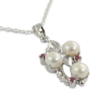 Sterling Silver 'Radiance' Pearl Ruby Necklace (7.5 mm) (India)