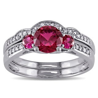 Miadora 10k White Gold Created Ruby 1/6ct TDW Diamond 3-stone Bridal Ring Set (G-H, I2-I3)