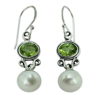 Sterling Silver 'Verdant Light' Pearl Peridot Earrings (9 mm) (India)