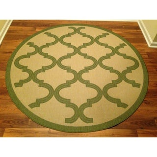 Woven Geometric Green/ Beige Area Rug (6'6 Round)