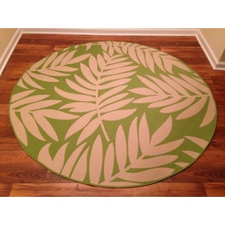 Woven Floral Green/ Beige Indoor/ Outdoor Rug (6'6 Round)