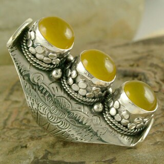 Handcrafted Sterling Silver 'Princess Trio' Onyx Ring (India)