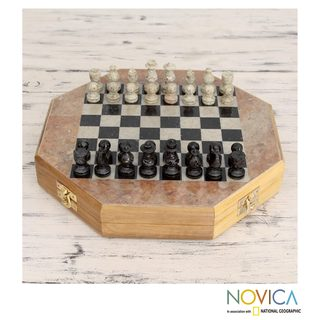 Handcrafted Soapstone 'Brilliancy' Chess Set (Medium) (India)