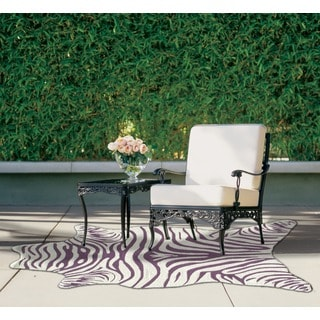Zebra Vineyard Shaped Hand-hooked Purple Area Rug (5' x 8')
