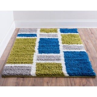 Well-woven Soft and Plush Shag Geometric Squares Green and Blue Polypropylene Rug (6'7 x 9'10)