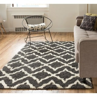Well Woven Soft and Plush Diamond Links Grey Cream Polypropylene Rug (5' x 7'2'')