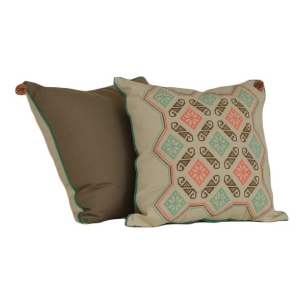 Freschezza with Frame Hand-embroidered Cotton 20-inch Decorative Pillow (Mexico)