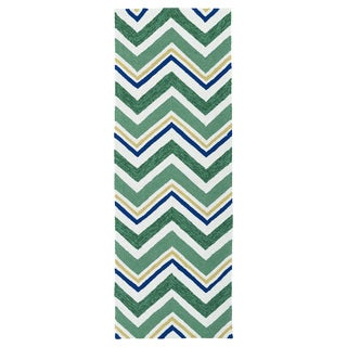 Handmade Indoor/ Outdoor Getaway Emerald Chevron Rug (2' x 6')