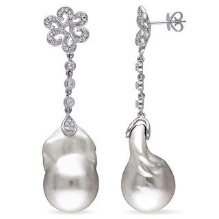 Miadora 14k White Gold Freshwater White Pearl 1/2ct TDW Diamond Dangle Earrings (G-H, SI1-SI2) (14.5-15mm)