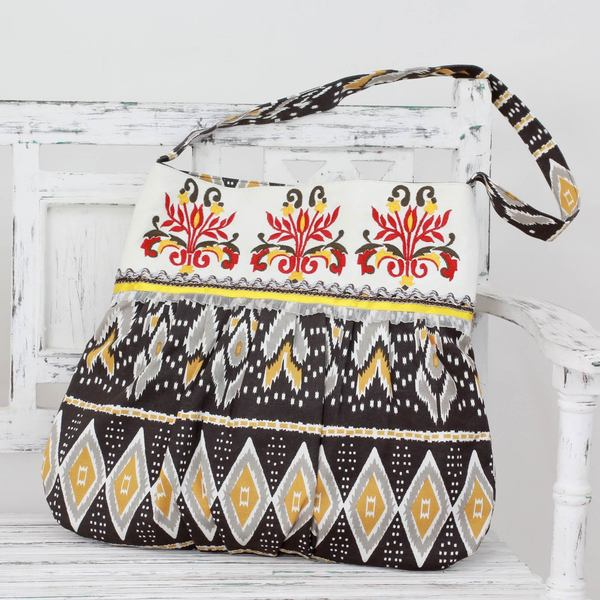 Handcrafted Embroidered Cotton 'Earthly Wonder' Shoulder Bag (India)
