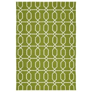 Indoor/Outdoor Handmade Getaway Apple Green Links Rug (4'0 x 6'0)