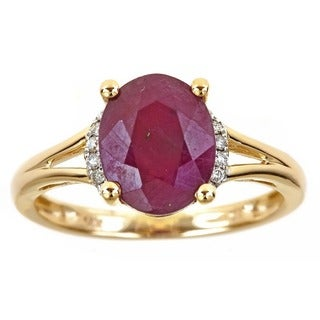 Anika and August 14k Yellow Gold Oval-cut Ruby Diamond Accent Ring (Size 7)