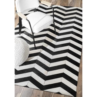nuLOOM Handmade Leather Chevron Cowhide White/ Black Rug (7'6 x 9'6)