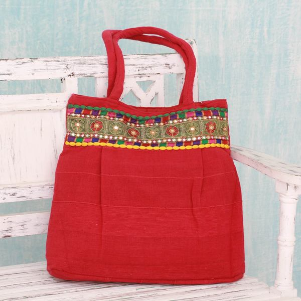 Handcrafted Cotton 'Strawberry Delight' Shoulder Bag (India)