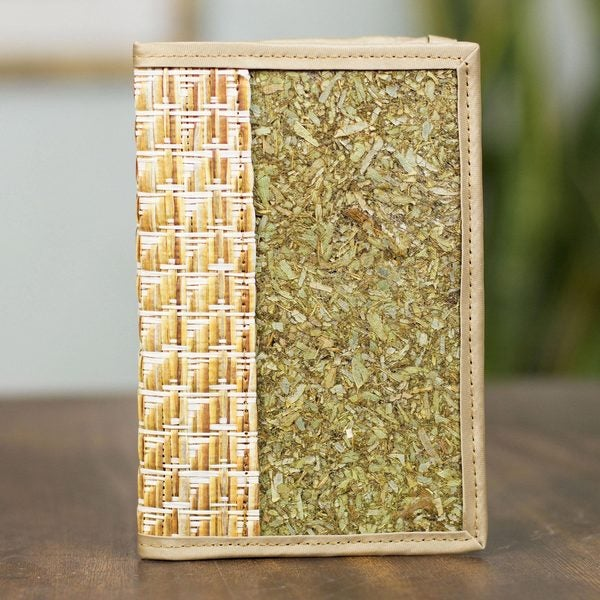 Handcrafted Natural Fibers 'Mexican Nature' Passport Holder (Mexico)