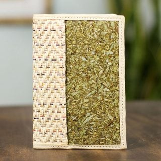 Handcrafted Natural Fibers 'Mexican Fanfare' Passport Holder (Mexico)