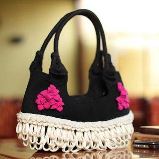 Handcrafted Wool 'Piura Bougainvillea' Baguette Handbag (Peru)