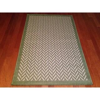 """Indoor/Outdoor Green Geometric Area Rug (5'2""""x 7'6"""")"""