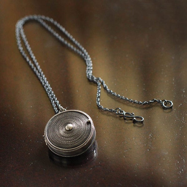 Handcrafted Sterling Silver 'Keepsake' Locket Necklace (Peru)