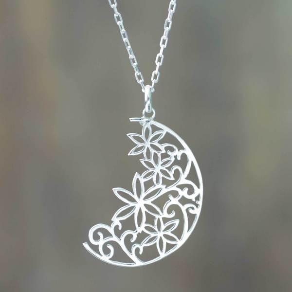 Handmade Silver 'Crescent Moon Bouquet' Necklace (Peru) 15481037