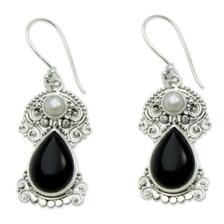 Silver 'Frangipani Nights' Pearl Onyx Earrings (6mm) (Indonesia)