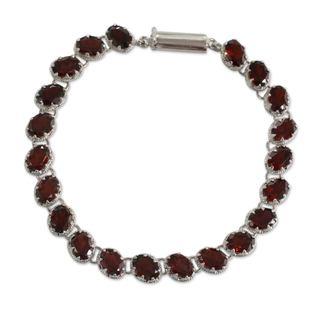 Handcrafted Sterling Silver 'Scarlet Radiance' Garnet Bracelet (India)