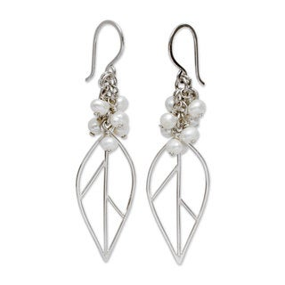 Sterling Silver 'Leaf in Dewdrops' Pearl Earrings (4.5-5 mm) (Peru)