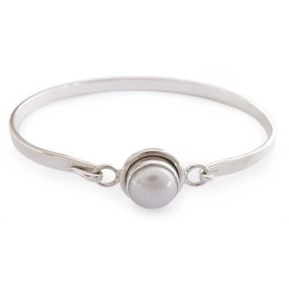 Sterling Silver 'Aesthetic Moon' Pearl Bracelet (10 mm) (India)