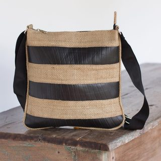 Handcrafted Jute 'Bold Beauty' Shoulder Bag (El Salvador)