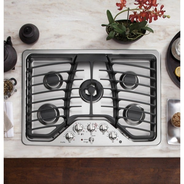 GE Profile 30-inch Built-In Gas Cooktop 15518175