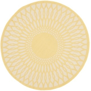 Safavieh Indoor/ Outdoor Courtyard Yellow/ Beige Rug (5'3 Round)
