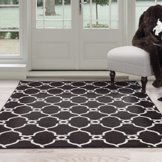Windsor Home White and Brown Lattice Area Rug (5' x 7'7)