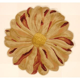 Zinia Flower Hand-tufted Shaped Area Rug (India)