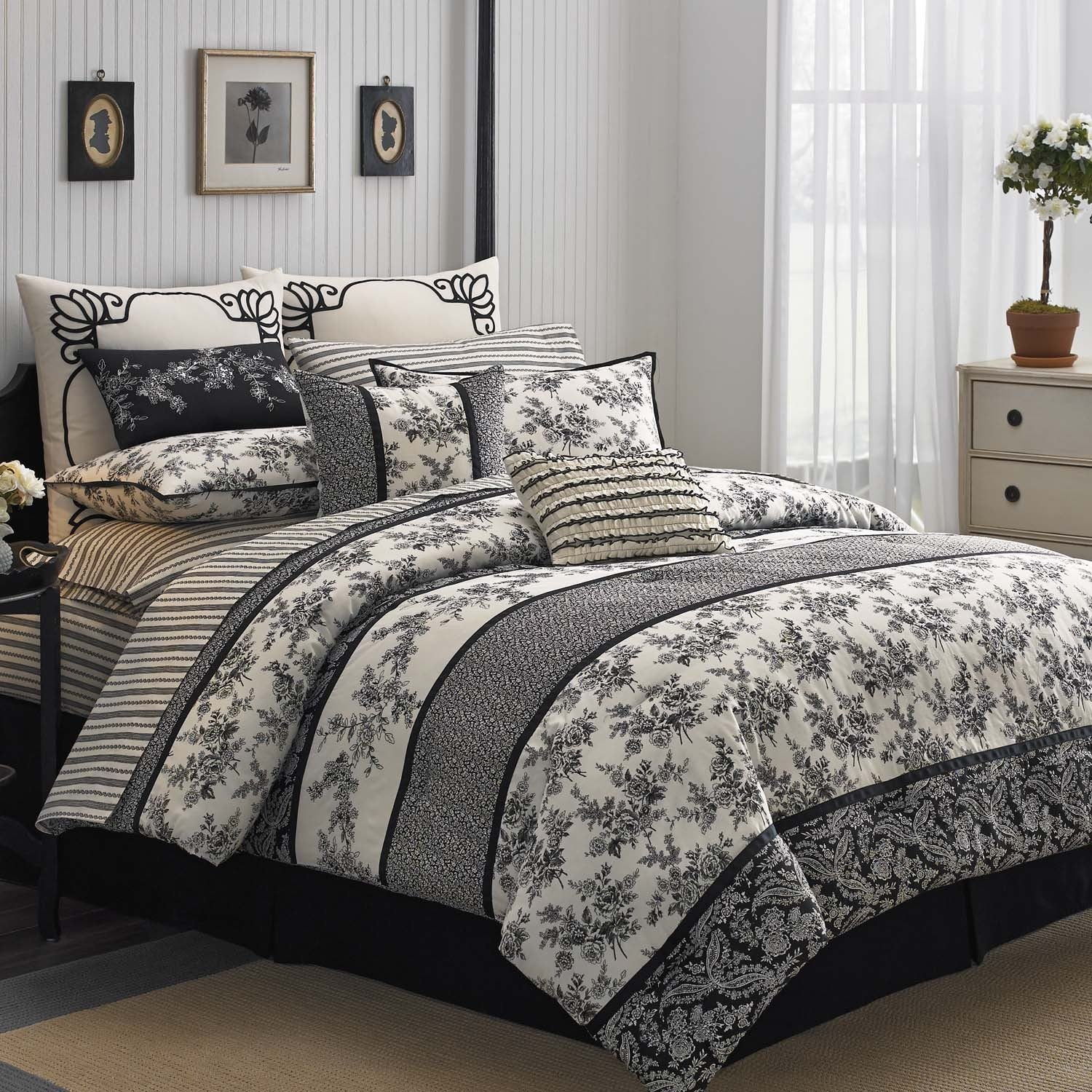 Laura Ashley Cassandra 4-pc Comforter set