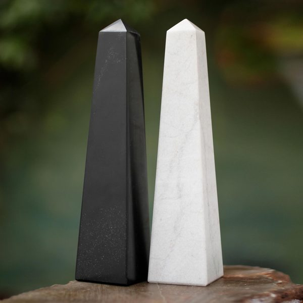 Set of 2 Onyx 'Day and Night' Obelisk Sculptures (Peru)