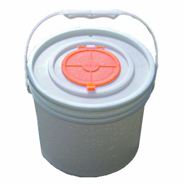 Challenge 5-gallon Bucket Lid with Bait Opening