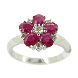 Kabella Luxe 18k White Gold 1/5ct TDW Diamond Ruby Flower Ring (G-H, SI1-SI2)