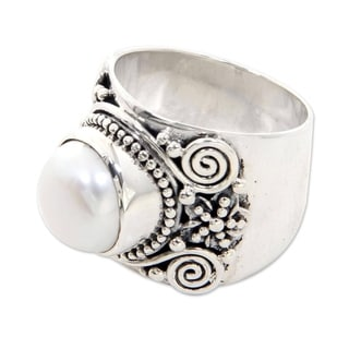 Sterling Silver 'White Frangipani' Pearl Ring (11.5 mm) (Indonesia)