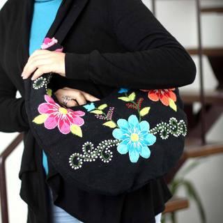 Handcrafted Wool 'Midnight Garden' Hobo Handbag (Peru)