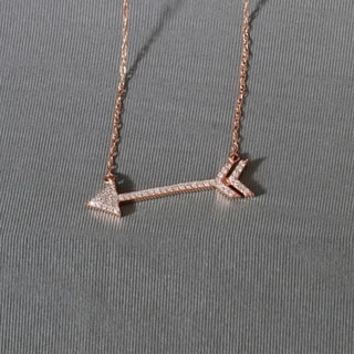 De Couer 10k Rose Gold 1/8ct TDW Diamond Arrow-Shaped Necklace (H-I, I2)