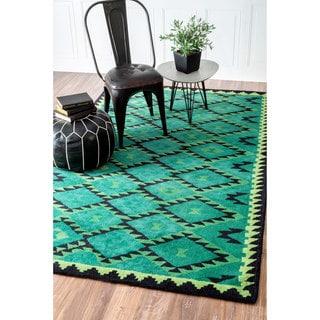 nuLOOM Handmade Tribal Wool Fancy Green Rug (5' x 8')