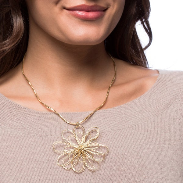 Handcrafted 18-Karat Gold-plated Brass Wire Daisy Necklace (Brazil)