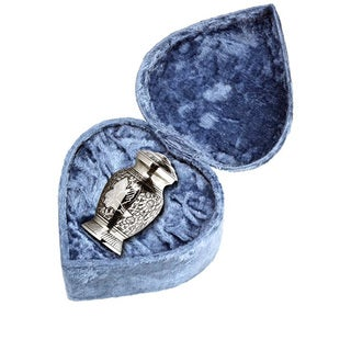 Elegante Beautifully Crafted Keepsake with Heart-shaped Velvet Case