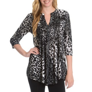 La Cera Women's Abstract Leopard Print Pleated Yoke 3-Button Top