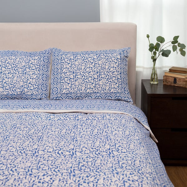 Indigo Blue Chain Pattern King-sized Duvet Set (India)