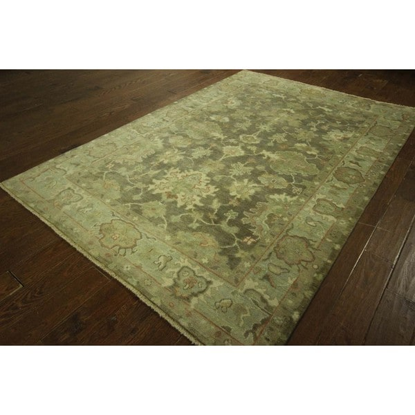 Hand-knotted Exquisite Floral Artichoke Green Oushak Wool Area Rug (6' x 8')