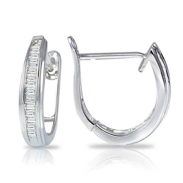DB Designs 14K White Gold 1/4ct TDW Diamond Huggie Hoop Earrings (G-H, I2)